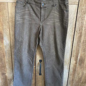 Chicos size 2.5  Short Stretch Brown Jeans